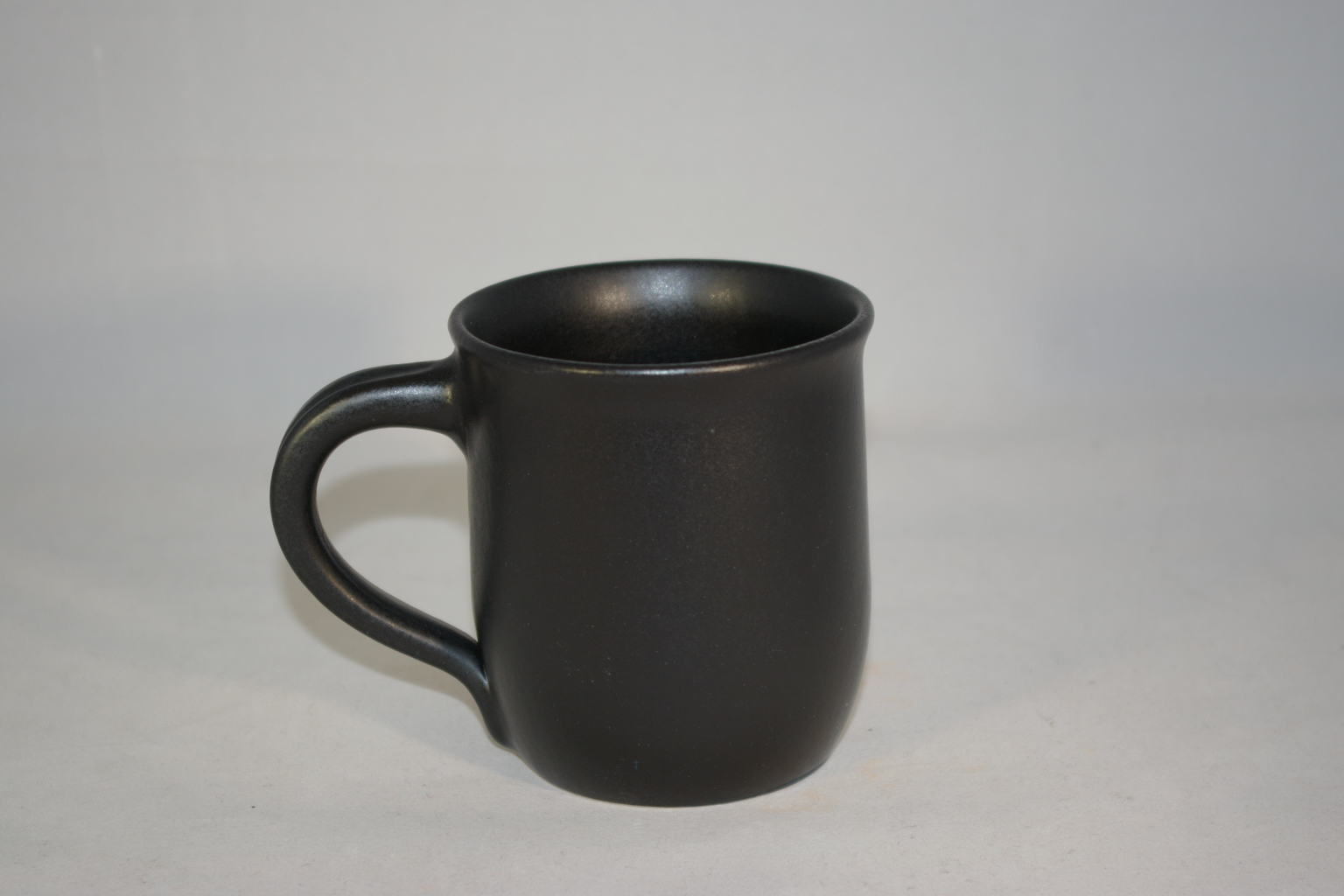 kaffeebecher neutral schwarz matt keramik seifert ronny seifert toepferei seifert ihr. Black Bedroom Furniture Sets. Home Design Ideas
