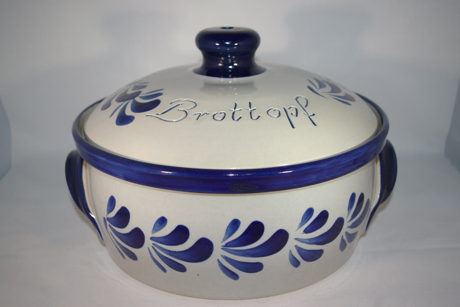 brottopf rund grau blau keramik seifert ronny seifert toepferei seifert ihr namenstassen. Black Bedroom Furniture Sets. Home Design Ideas